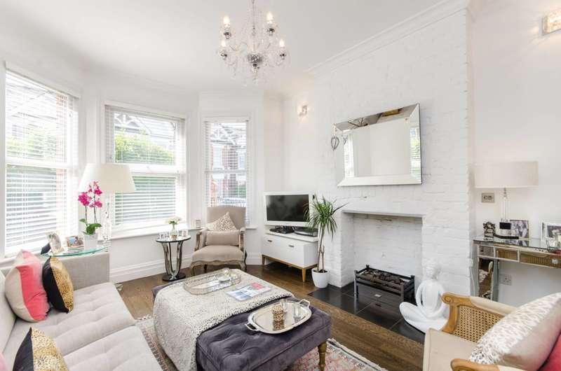 3 Bedrooms Maisonette Flat for sale in Mora Road, Cricklewood, NW2