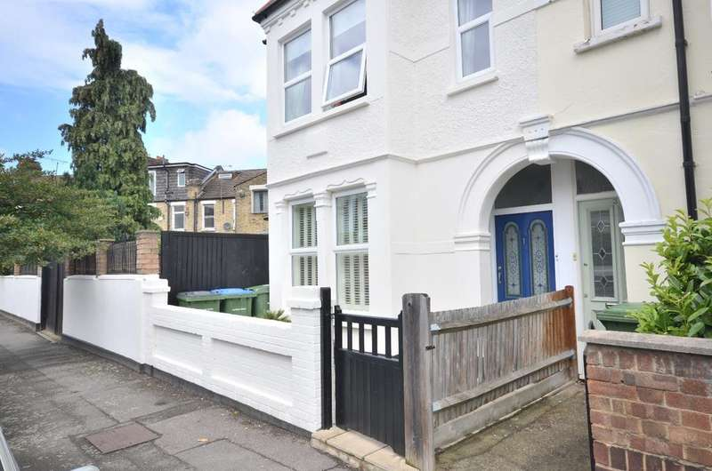3 Bedrooms End Of Terrace House for rent in Sandtoft Road London SE7