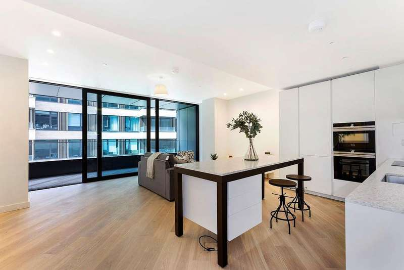 2 Bedrooms Flat for sale in The Helios, W12