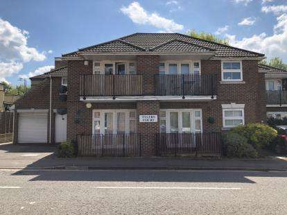 2 Bedrooms Flat for sale in Junction Road, Brentwood, Essex