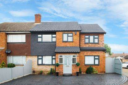 6 Bedrooms End Of Terrace House for sale in Rainham, Essex, .