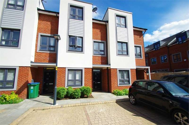 3 Bedrooms Town House for rent in Neilson Close, Watford, Hertfordshire