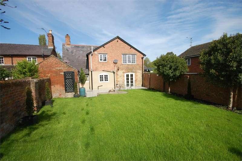 4 Bedrooms Detached House for sale in Aylesbury Road, Bierton, Buckinghamshire