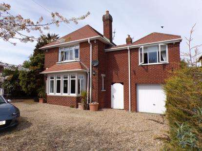 4 Bedrooms Detached House for sale in Newton Drive, Blackpool, Lancashire, FY3