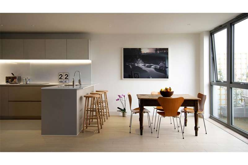 2 Bedrooms Flat for sale in Canalside Square, London, N1