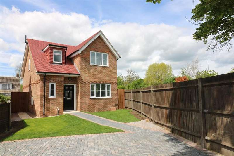 3 Bedrooms Detached House for sale in Thornton Mews, Reading