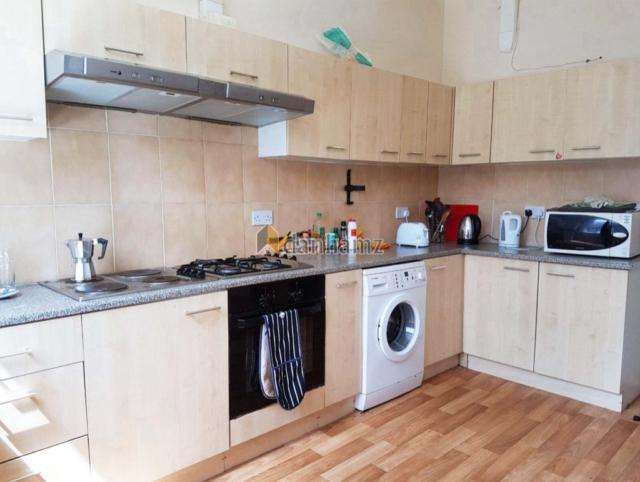 8 Bedrooms House for rent in 21 Brudenell Road Hyde Park Leeds