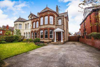 5 Bedrooms Semi Detached House for sale in Lytham Road, Blackpool, Lancashire, ., FY4