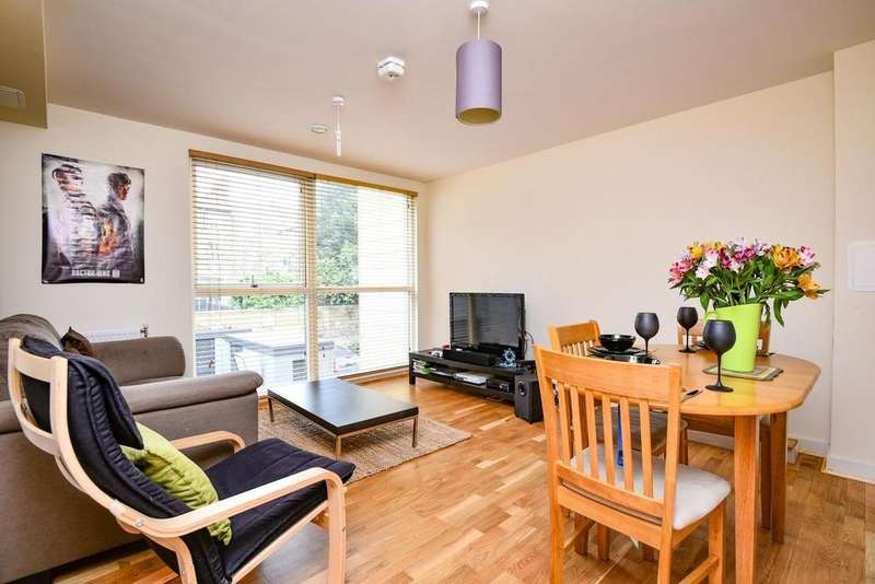 2 Bedrooms Flat for sale in Dragonfly Place, Brockley