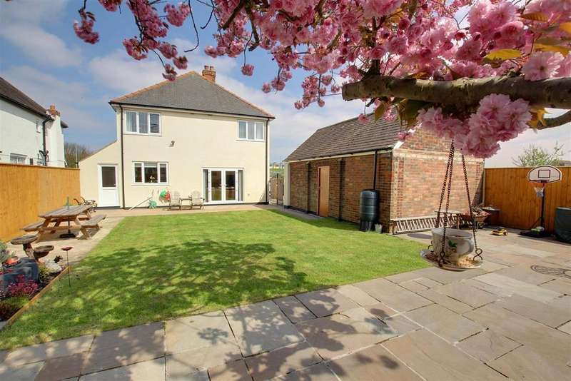 3 Bedrooms Detached House for sale in The Boulevard, Mablethorpe