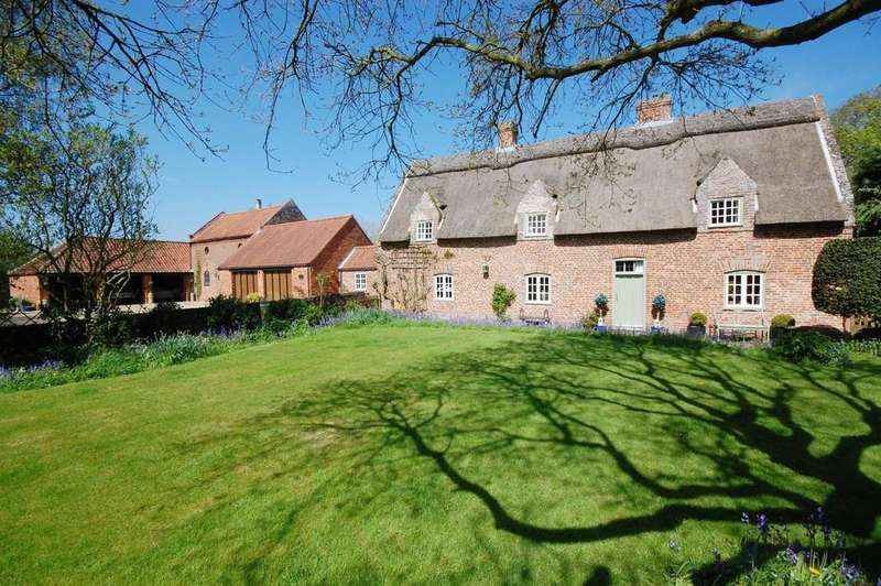 5 Bedrooms Manor House Character Property for sale in Old Manor House, Main Road, Saltfleetby, LN11
