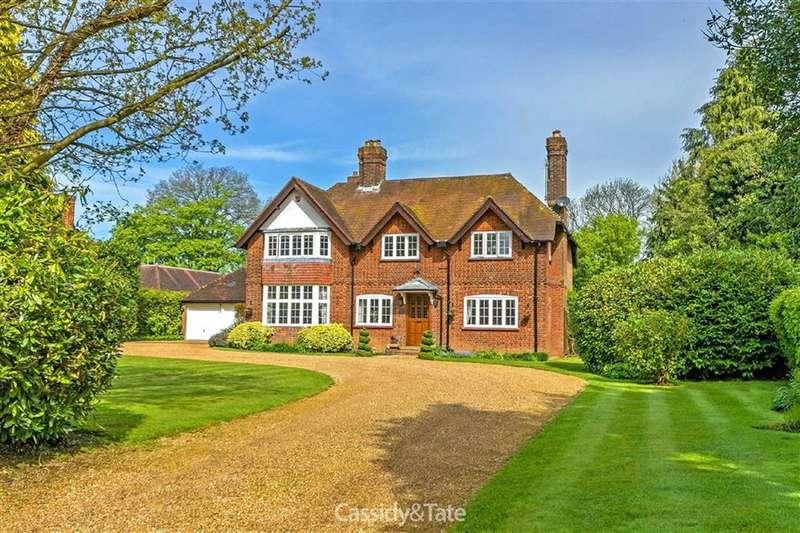 5 Bedrooms Property for sale in Wilkins Green Lane, Ellenbrook, Hertfordshire