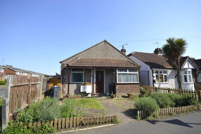 3 Bedrooms Detached Bungalow for sale in Swan Road, Hanworth, Feltham, TW13