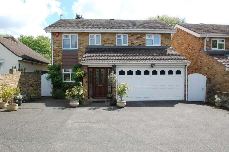 4 Bedrooms Detached House for sale in Rogers Lane, Stoke Poges, SL2