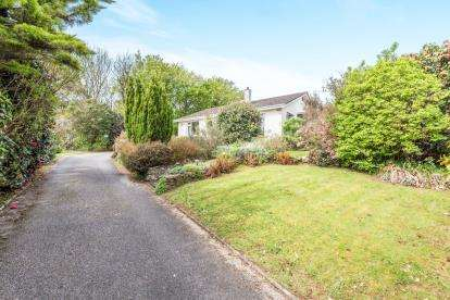 3 Bedrooms Bungalow for sale in Penzance, Cornwall, Uk