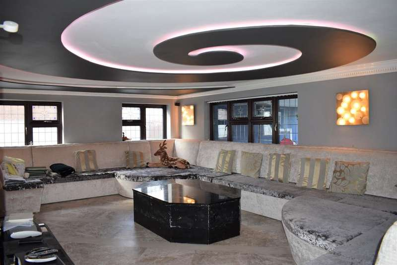 7 Bedrooms Detached House for sale in Tomswood Road, Chigwell IG7