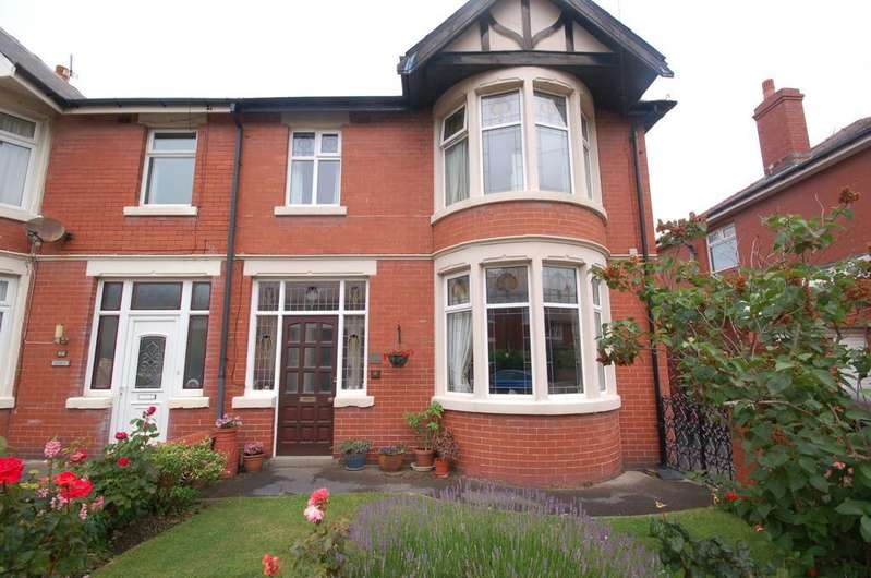 4 Bedrooms Semi Detached House for sale in 25 Kenilworth Gardens