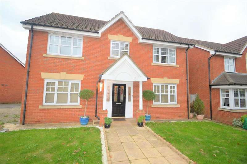 4 Bedrooms Detached House for sale in Hoveton Way, Ilford 1000 CASHBACK ON THIS PROPERTY