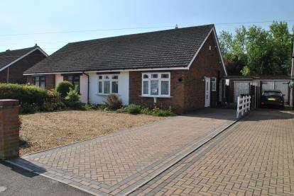 2 Bedrooms Bungalow for sale in Holme Court Avenue, Biggleswade, Bedfordshire