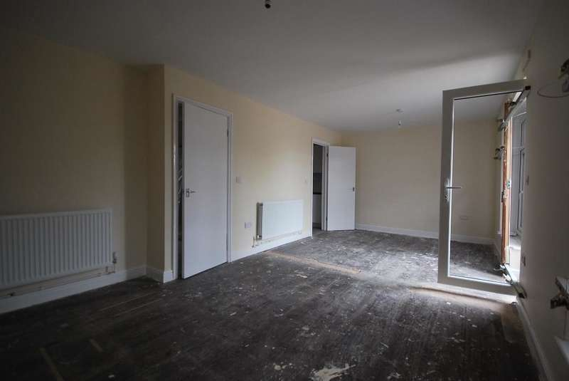 3 Bedrooms Terraced House for rent in Attlee Way, Manchester, M12 6NT