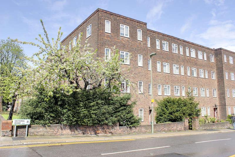 1 Bedroom Flat for sale in BURNHAM COURT, BRENT STREET, HENDON, LONDON, NW4