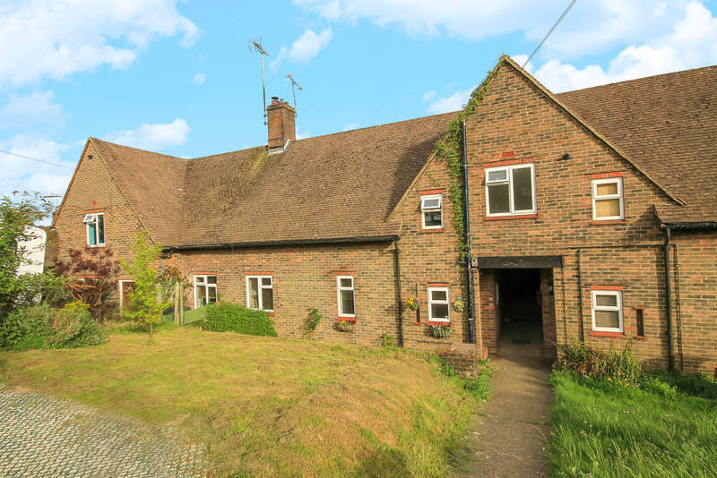 2 Bedrooms Terraced House for sale in Copyhold Road, East Grinstead