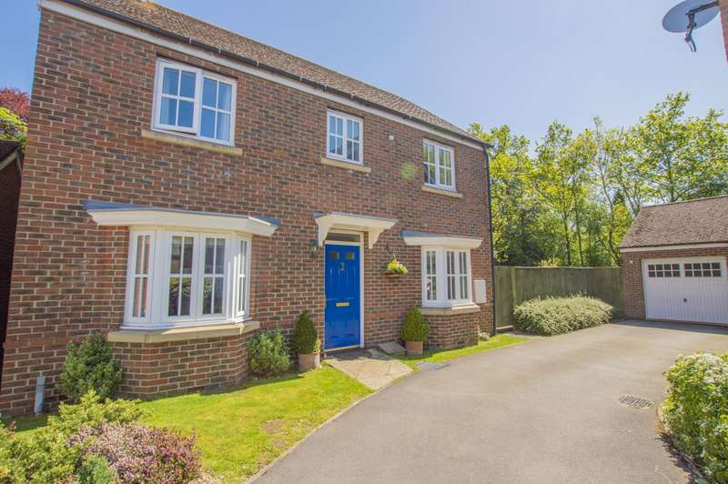 4 Bedrooms Detached House for sale in Bramble Close, Burghfield Common, Reading, RG7