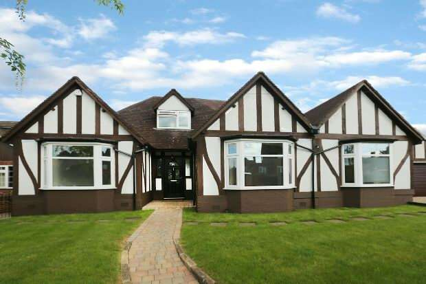 5 Bedrooms Detached House for sale in Oatlands Road, Shinfield, Reading