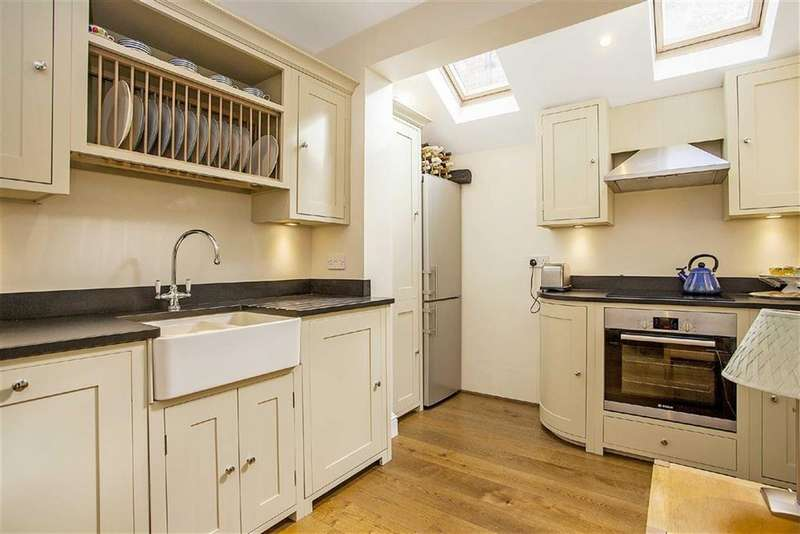 2 Bedrooms Flat for sale in Bronsart Road, Fulham, London, SW6