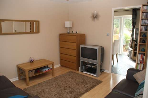 3 Bedrooms Semi Detached House for rent in Whimberry Close Whimberry Close, Salford, M5