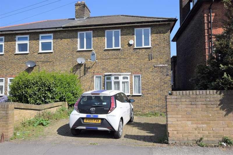 3 Bedrooms End Of Terrace House for rent in Burnside Road, Dagenham, RM8