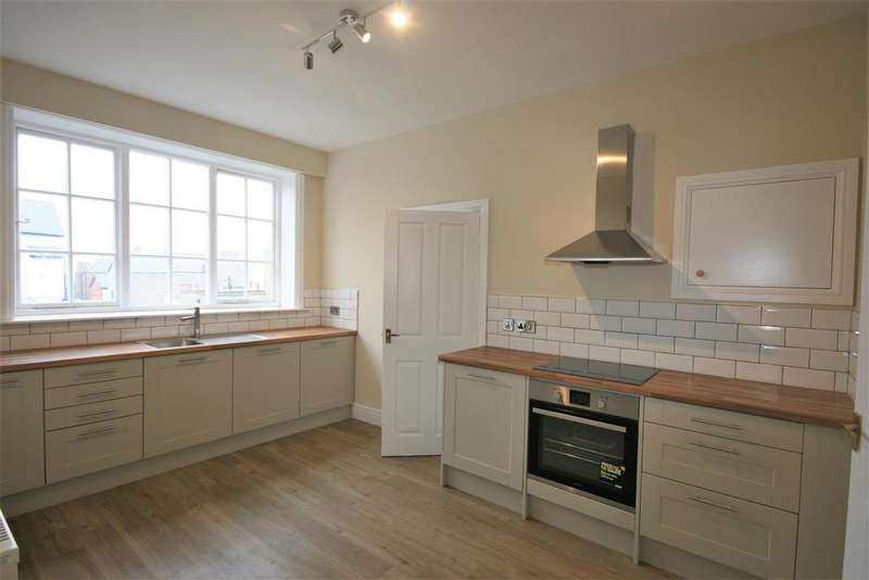 3 Bedrooms Flat for sale in Conway Road, Colwyn Bay