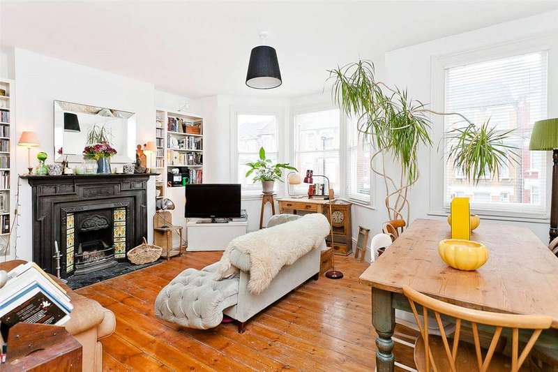 3 Bedrooms Flat for sale in Downhills Park Road, Tottenham, London, N17