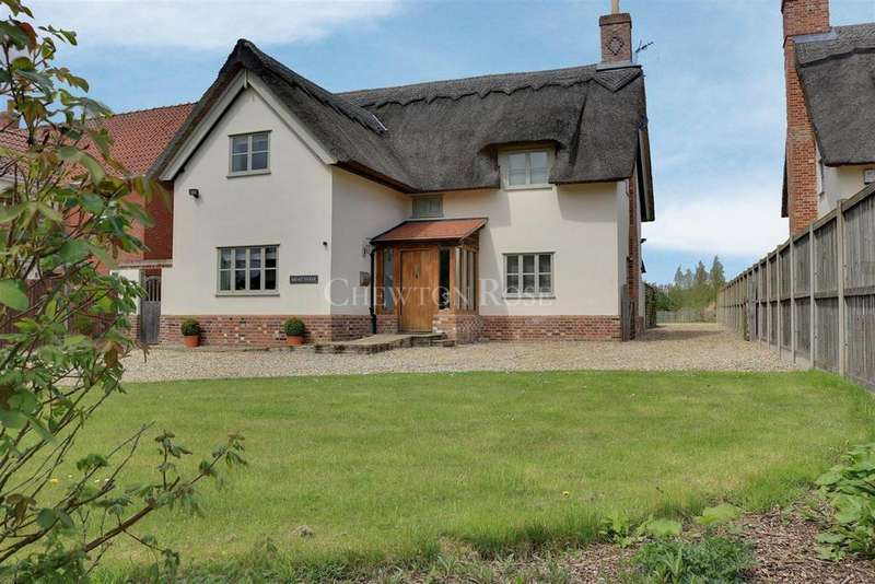 4 Bedrooms Detached House for sale in Whinburgh West Norwich Village