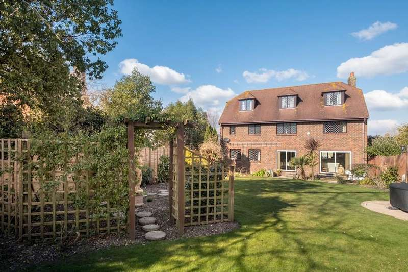 6 Bedrooms Detached House for sale in Baring Road, Cowes