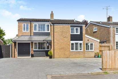 4 Bedrooms Detached House for sale in Danes Way, Leighton Buzzard, Beds, Bedfordshire
