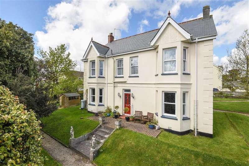 4 Bedrooms Detached House for sale in Menear Road, St Austell, St Austell, Cornwall, PL25