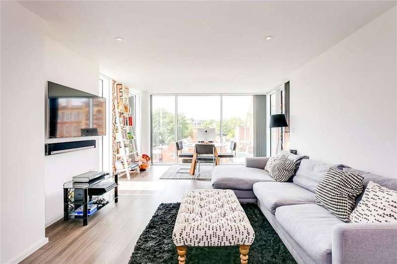 2 Bedrooms Flat for sale in Spectrum Way, London