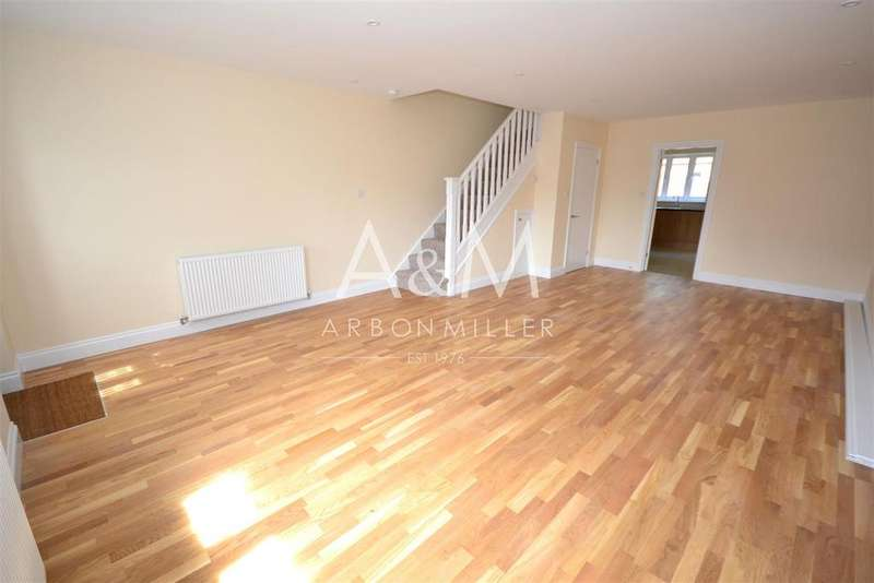 5 Bedrooms End Of Terrace House for rent in Kingsley Road, Hainault