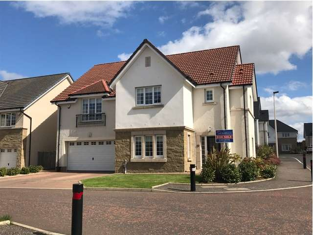 5 Bedrooms Detached House for sale in 20 Young Crescent, Larbert, Falkirk FK5 4XS