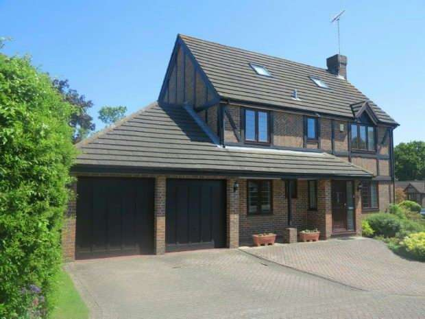 4 Bedrooms Detached House for sale in Kerris Way, Earley, Reading