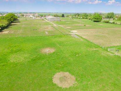 4 Bedrooms Detached House for sale in Equestrian Centre, Wilstead