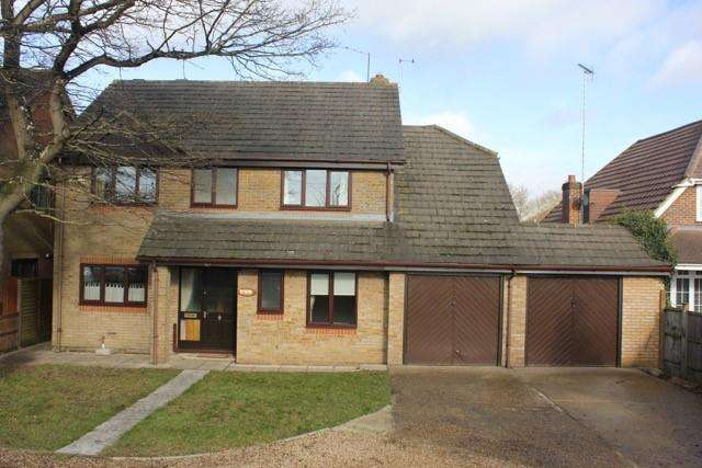 4 Bedrooms Detached House for rent in Reading Road,, Winnersh, RG41