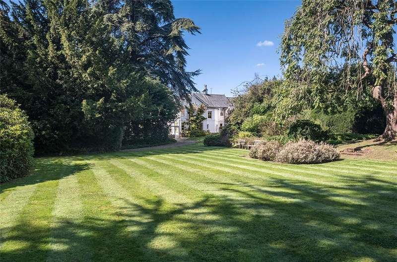 7 Bedrooms Detached House for sale in Halifax Road, Heronsgate, Rickmansworth, WD3