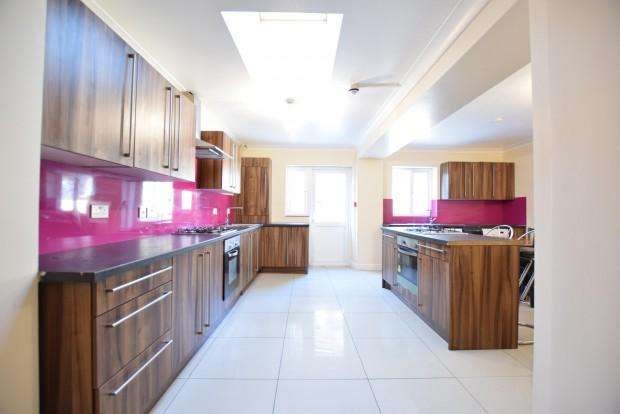 8 Bedrooms Detached House for rent in St. Peters Road , Reading, RG6