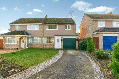 3 Bedrooms Semi Detached House for sale in The Hormbeams, Kempston, Bedford, Bedfordshire