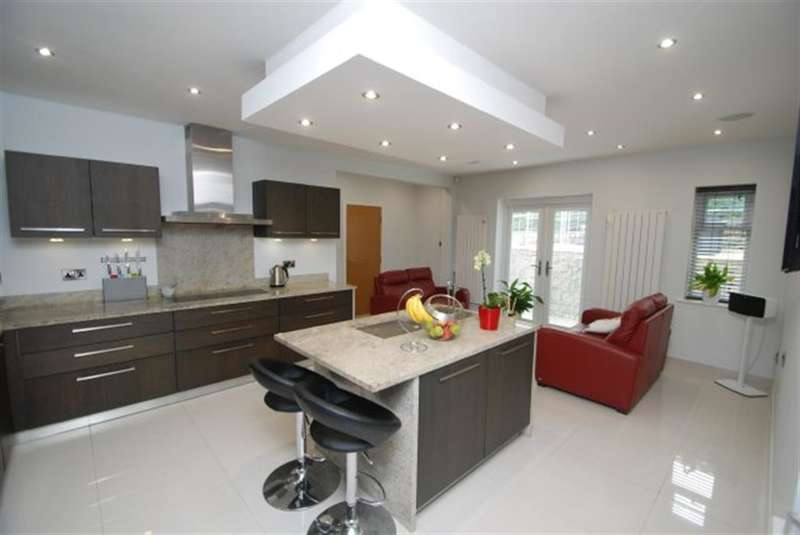 4 Bedrooms Detached House for sale in Blundering Lane, Stalybridge, Cheshire, SK15 2ST