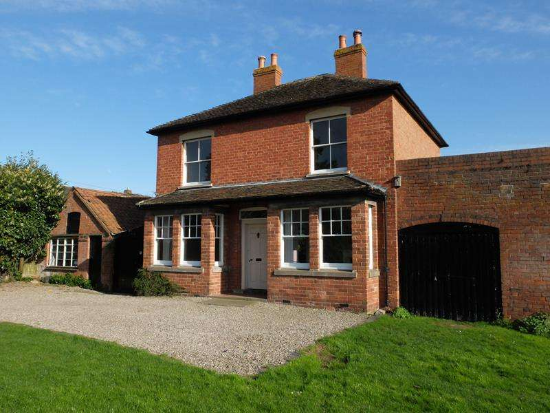 3 Bedrooms Detached House for sale in The Elms, New Street, Ledbury, Herefordshire, HR8 2EQ
