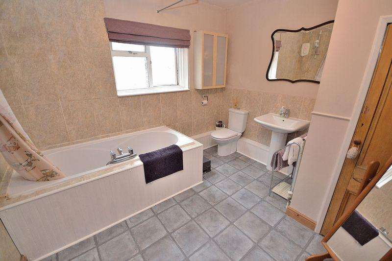 3 Bedrooms Terraced House for sale in Wing Road, Linslade