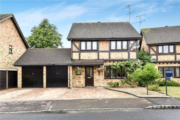4 Bedrooms Detached House for sale in Fakenham Way, Heath Park, Sandhurst